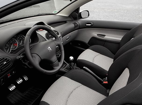 Салон Peugeot 206