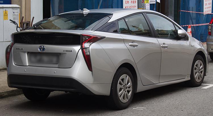 Toyota Prius сзади