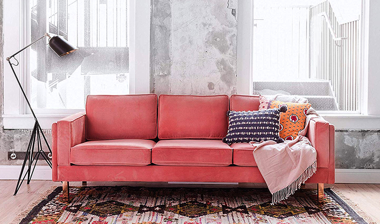 Красивый диван из велюра