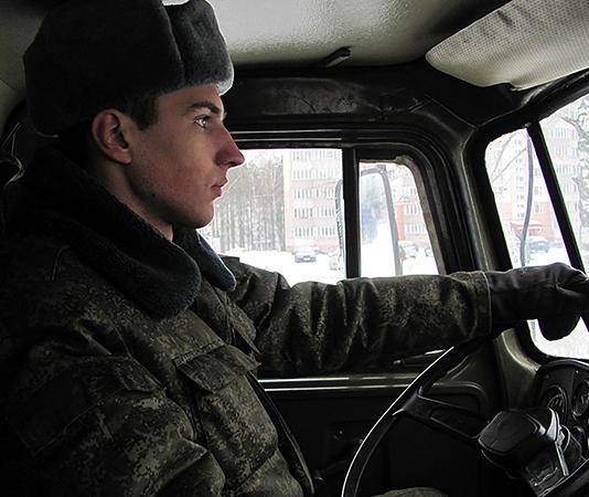 Солдат за рулем