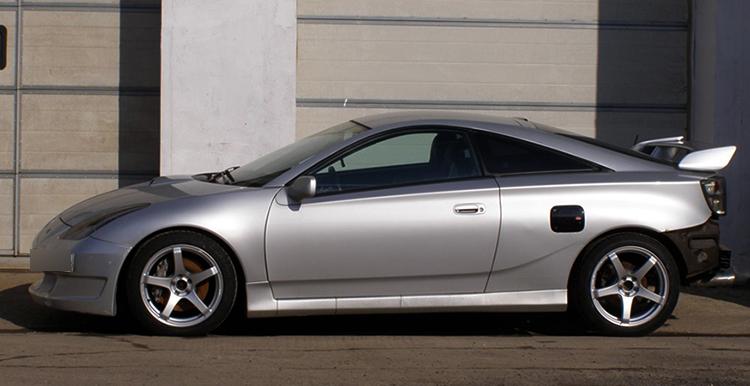 Toyota Celica в профиль