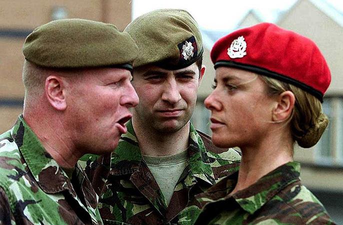 Трудности девушки в армии