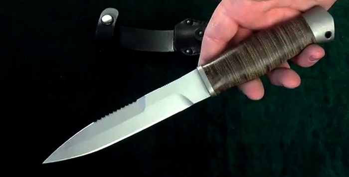 Нож 70х16мфс в руках
