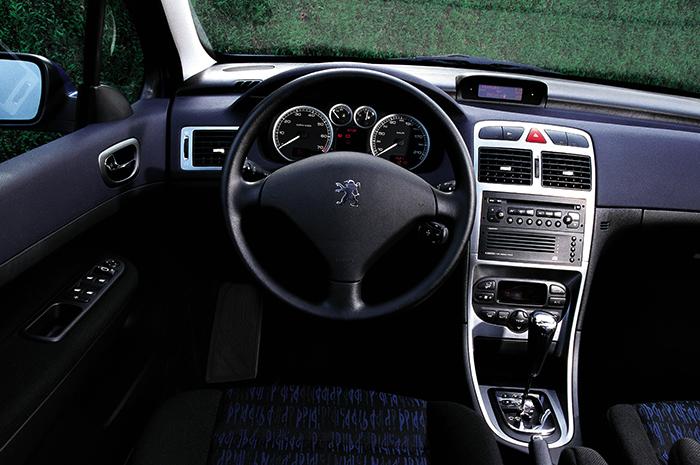 Интерьер Peugeot 307