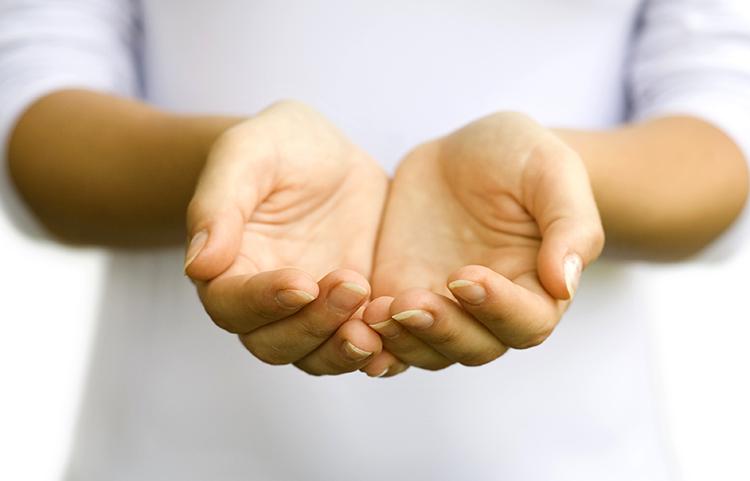 Протянутые руки