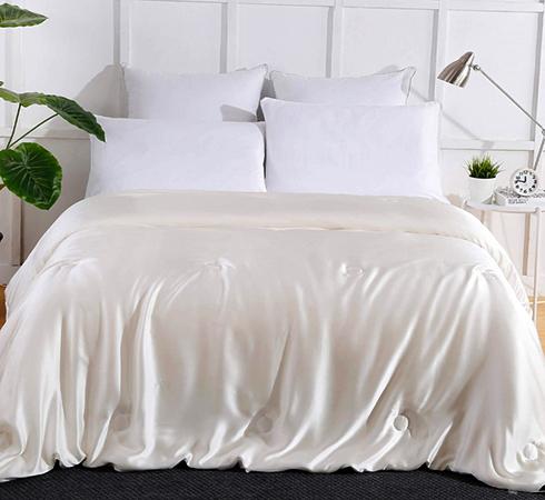 Белое шелковое белье