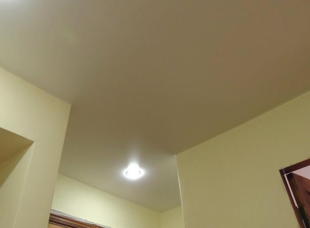Красивый ситцевый натяжной потолок