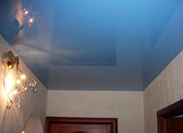 Современный ситцевый натяжной потолок