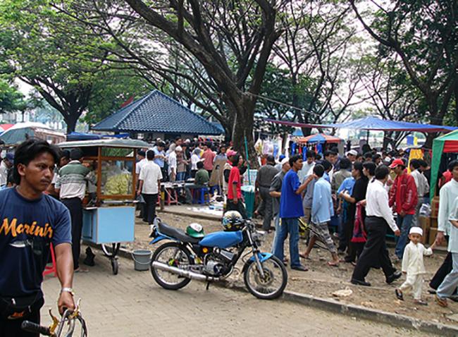 Люди в Индонезии