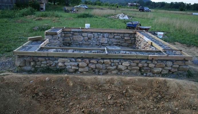 Фундамент дома из бутового камня