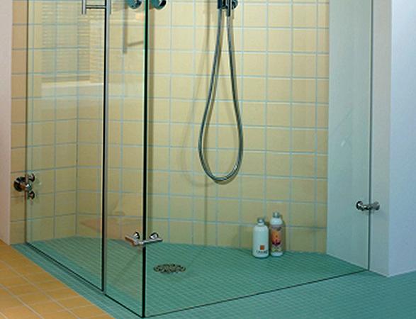 Современный душ без поддона
