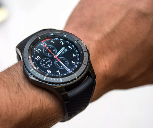 Samsung Gear S3 на руке