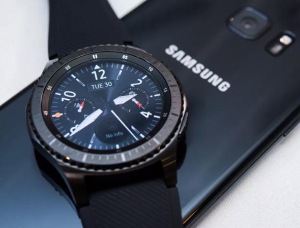 Samsung Gear S3 со смартфоном