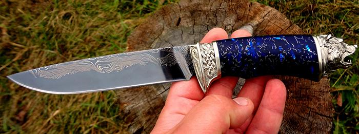 Нож ламинат в руках