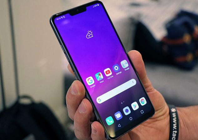LG G7 в руках
