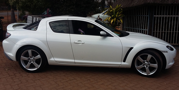 Белая Mazda RX-8