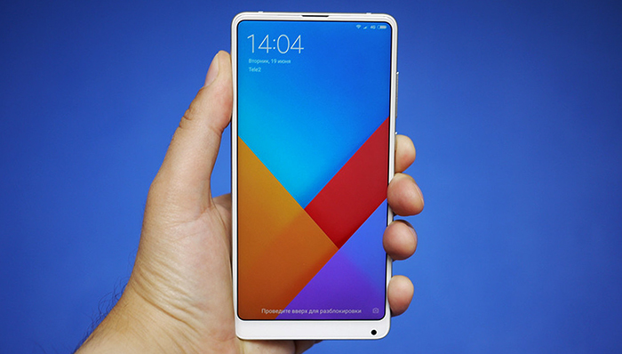 Xiaomi Mi Mix 2S в руках