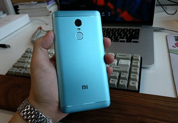 Xiaomi Redmi 4X  сзади