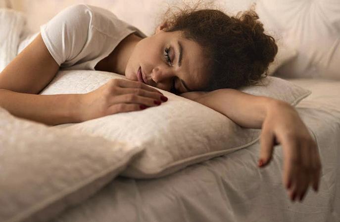 Девушка спит после успокоительных