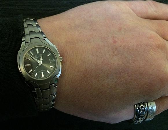 Часы из титана на руках
