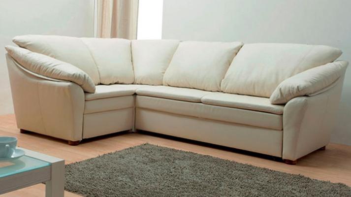 Новый угловой диван дома