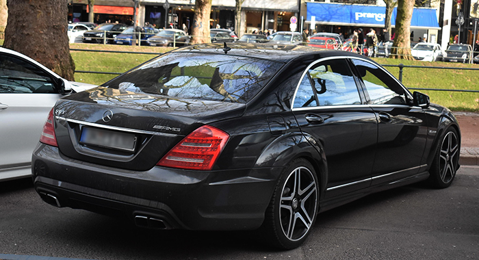 Mercedes-Benz W221 сзади