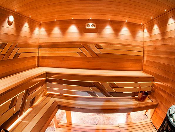 Современная баня из ольхи