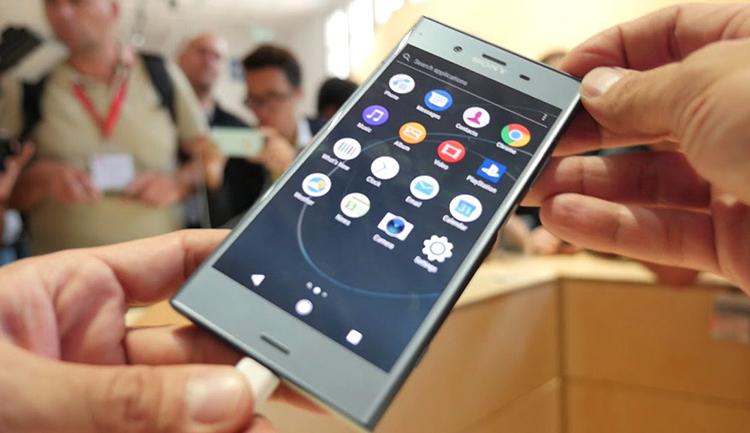 Sony Xperia XZ1 в руках