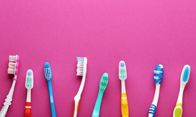 Разные зубные щетки