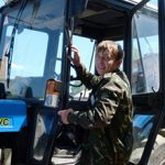 Плюсы и минусы работы тракториста