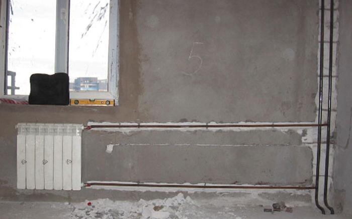 Трубы внутри стены
