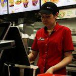 Стоит ли работать в KFC: плюсы и минусы