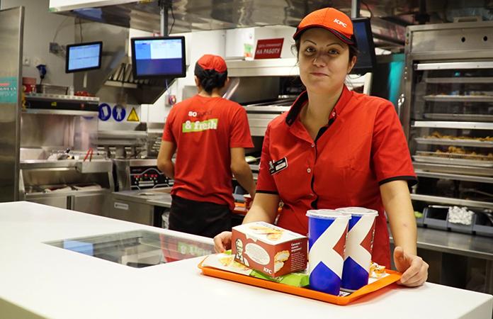 Счастливые работники KFC