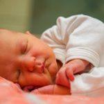 Желтушка у новорожденных — причины и последствия