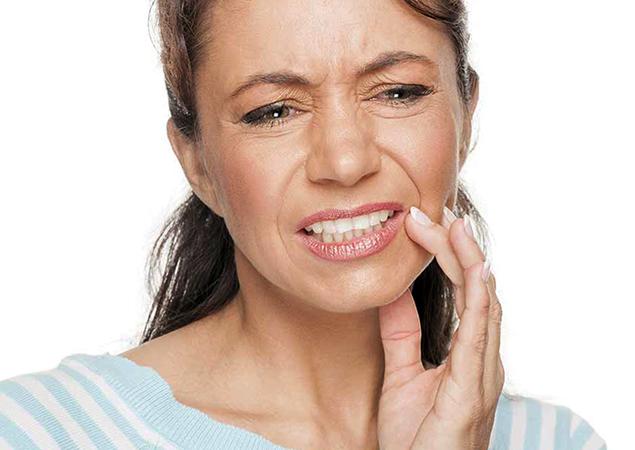 Боль в зубах у женщины