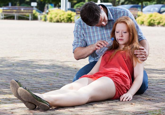 Девушка в обмороке