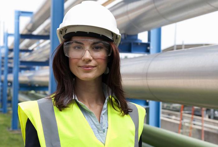 Девушка инженер по охране труда