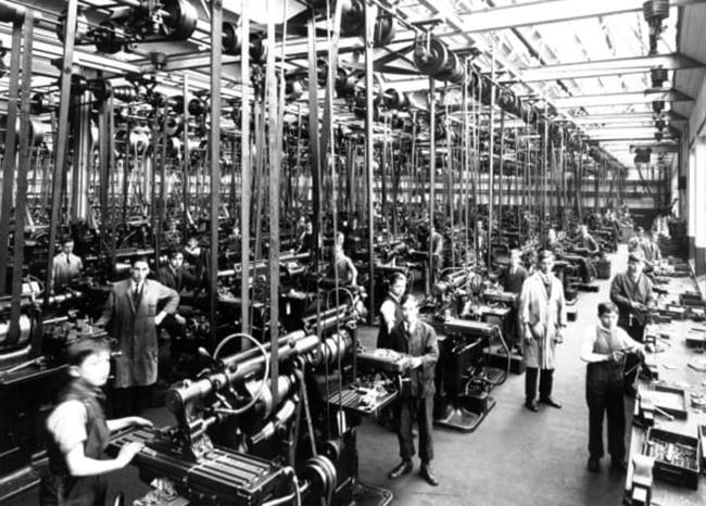 Рабочие на фабрике