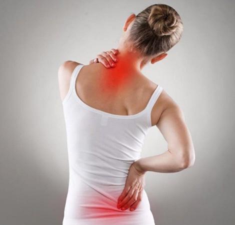 Боль в мышцах у девушки