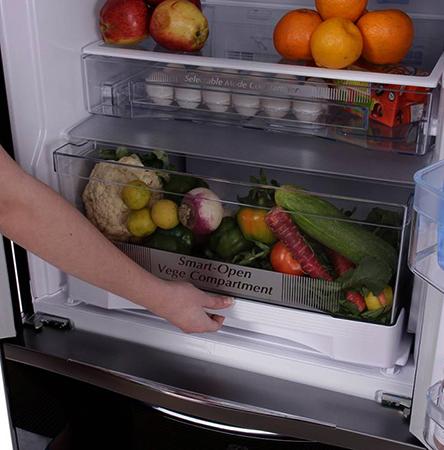 Открытый холодильник Hitachi