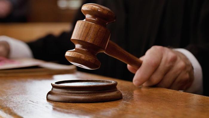 Судья выносит решение