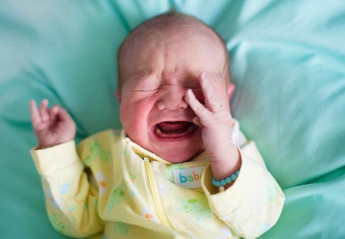 Болезненный ребенок плачет