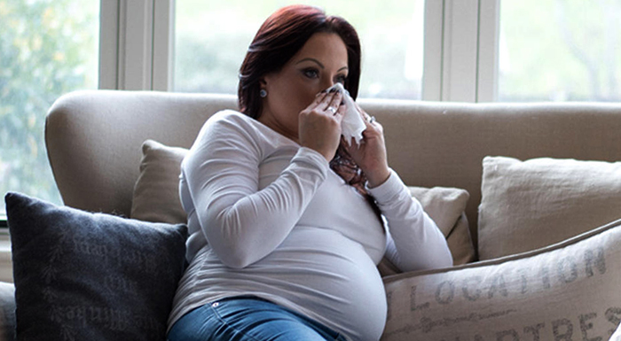 Чихающая беременная