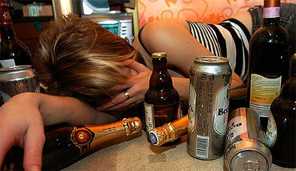 У женщины алкогольная эпилепсия