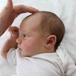 Маленький родничок у новорожденного — причины и последствия