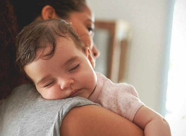 Мама с ребенком с гидроцефалией