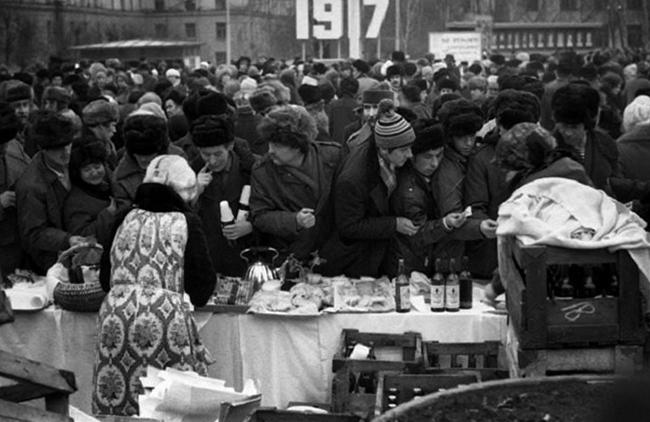 Люди на улице в СССР