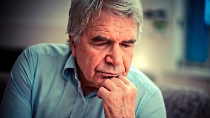 Мужчина после микроинсульта