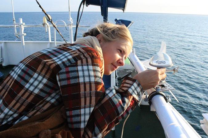 Девушка-океанолог
