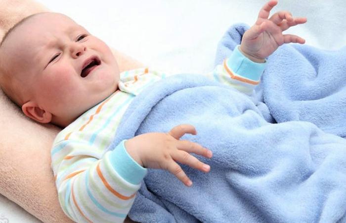 Малыш с судорагами